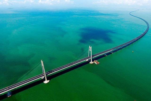 Längste Meeresbrücke der Welt zwischen Hongkong und Chinas Festland eröffnet