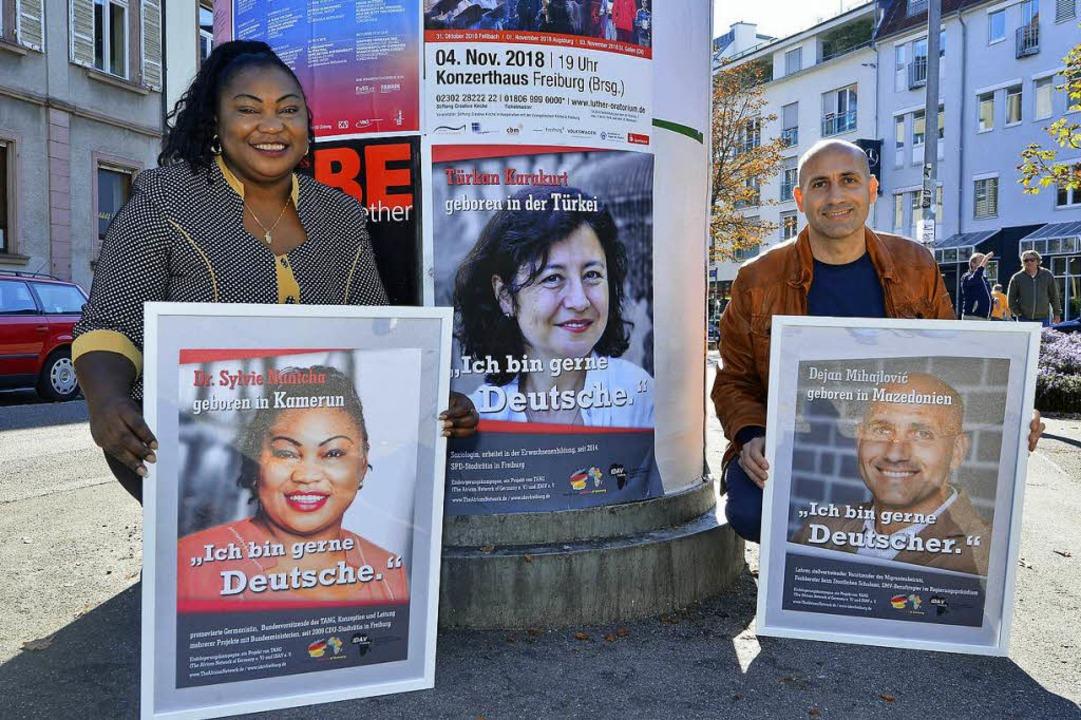Sylvie Nantcha und Dejan Mihajlovic we...arteten Kampagne für die Einbürgerung.  | Foto: Michael Bamberger