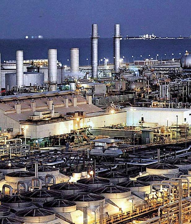 Saudische Ölraffinerie in Dhahran am Persischen Golf  | Foto: DPA