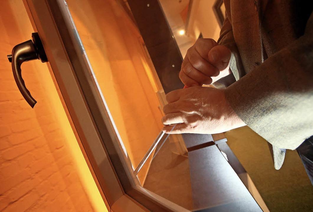 Schon ein Schraubendreher reicht Einbr... zu fremden Wohnungen zu verschaffen.     Foto: Bodo Marks (dpa)