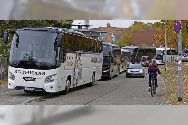 Reisebusse dürfen auf dem Fahrradweg parken