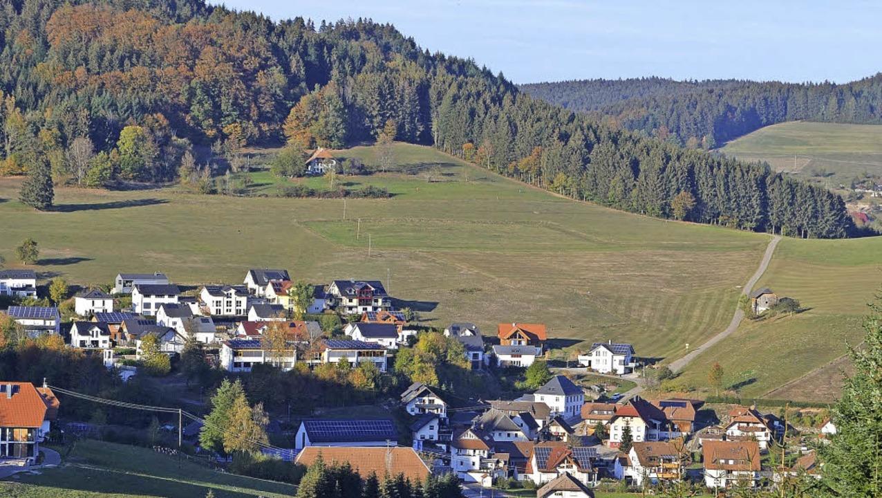 Der Biederbacher Ortsteil Dorf: Der we...liegt rechts der Straße zum Mersberg.     Foto: Bayer
