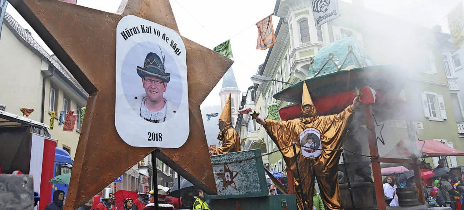 Der Latschariplatz ist weiterhin Teil ...ken. Unser Foto zeigt den Umzug 2018.   | Foto: Bergmann
