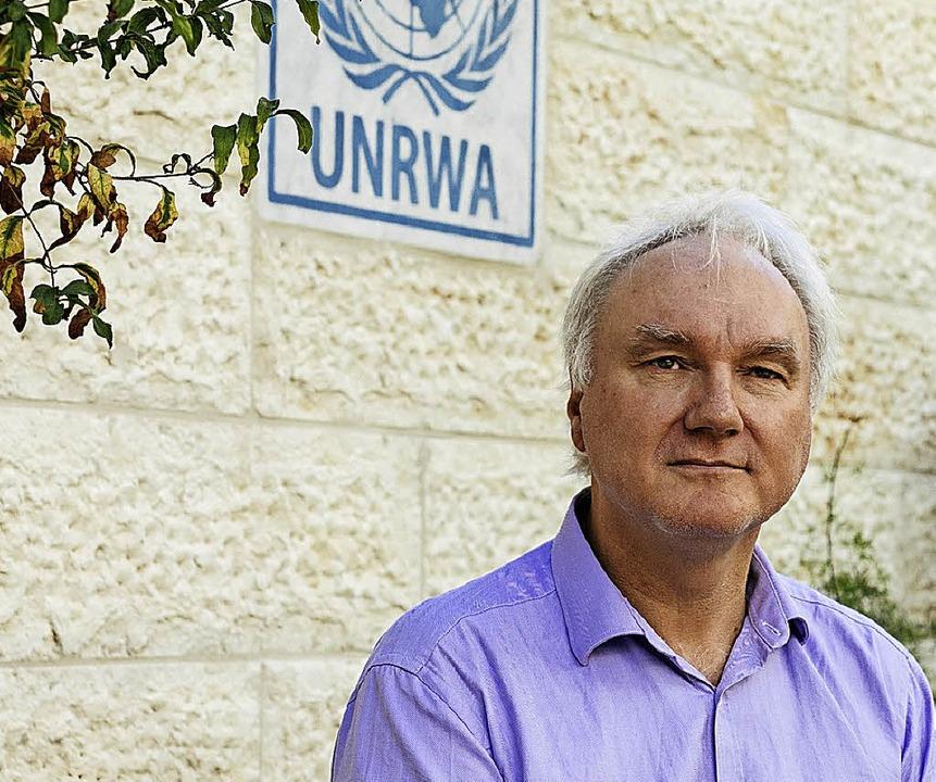 Matthias Schmale, Leiter der UNRWA, wird von sechs Wachleuten beschützt.  | Foto: Jonas Opperskalski