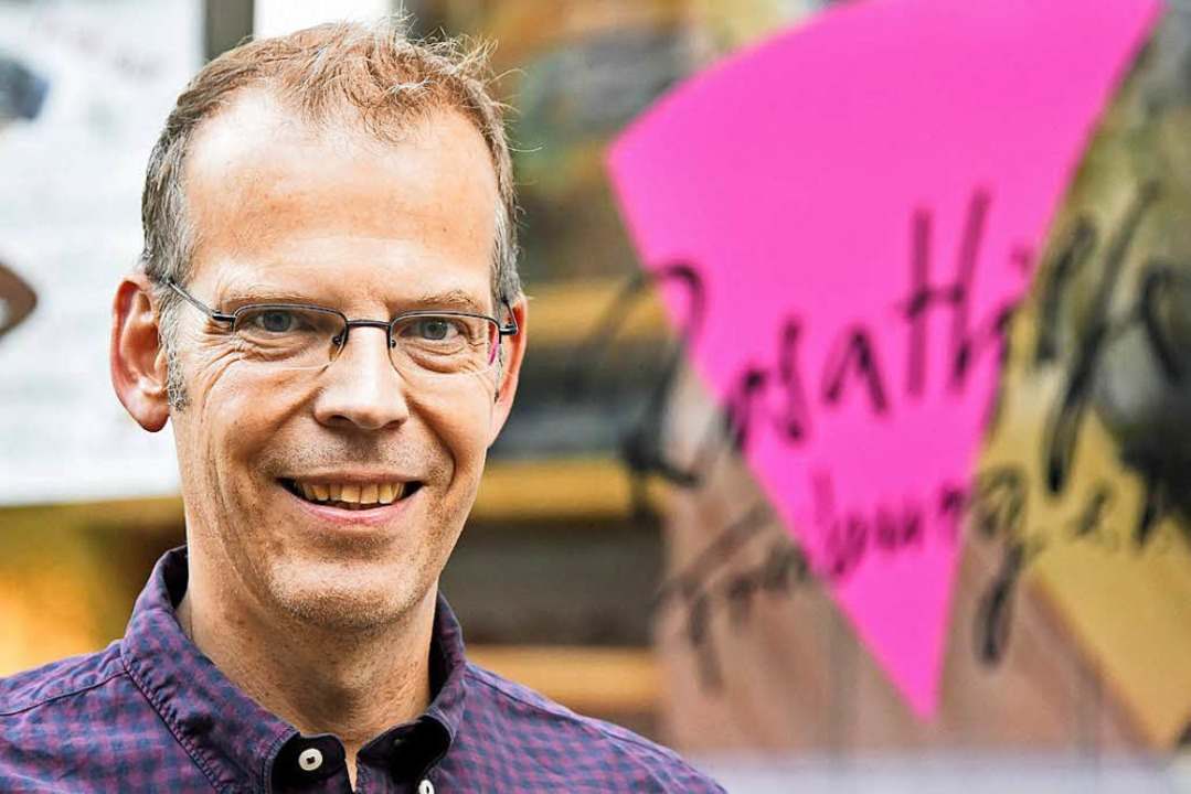 Robert Sandermann berät seit 20 Jahren bei der Rosa Hilfe.  | Foto: Michael Bamberger