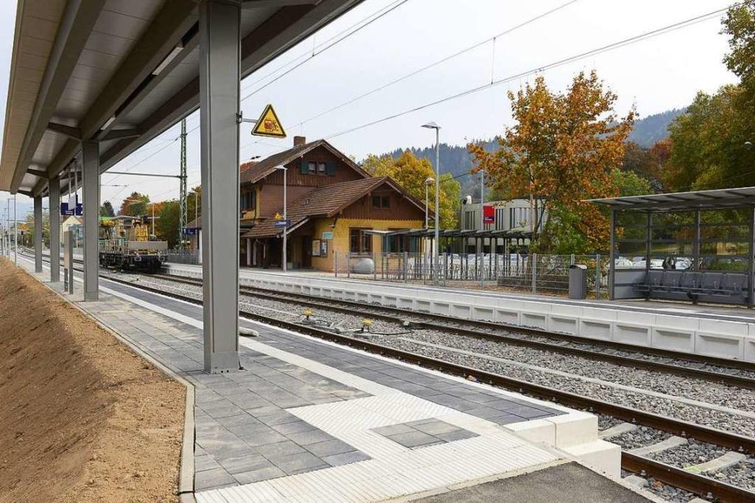 Am Bahnhalt gibt es nun ein zweites Gl...s davon) geht allerdings nichts voran.    Foto: Ingo Schneider
