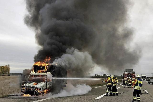 Kühltransporter brennt aus