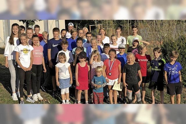 Preise und Pokale für junge Tennistalente