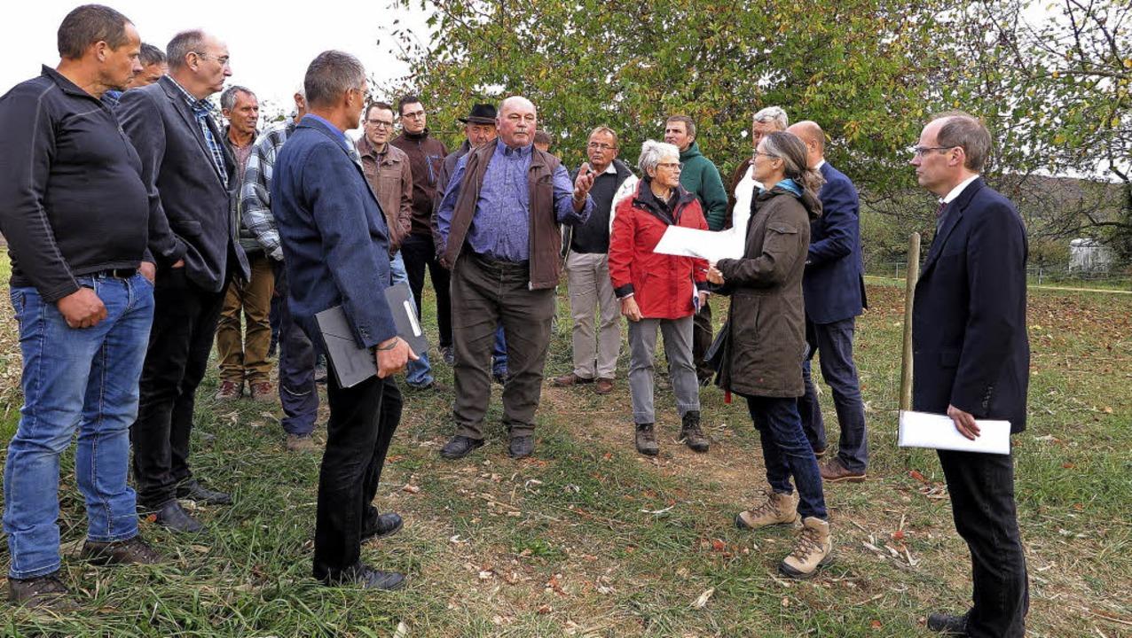 Tannenkirchs Ortsvorsteher Fritz Höfer...ng von Wiesen für den Erosionsschutz.     Foto: Philipp