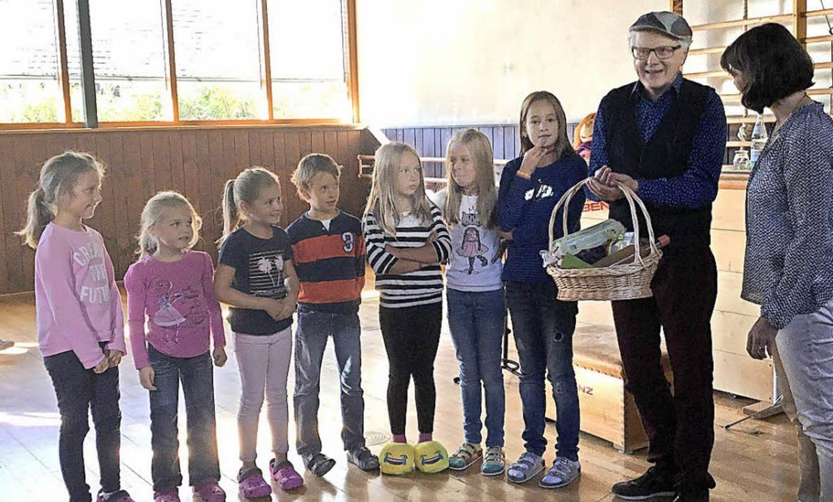 Uli Führe freute sich über den  Aiterner Geschenkkorb.   | Foto: zvg