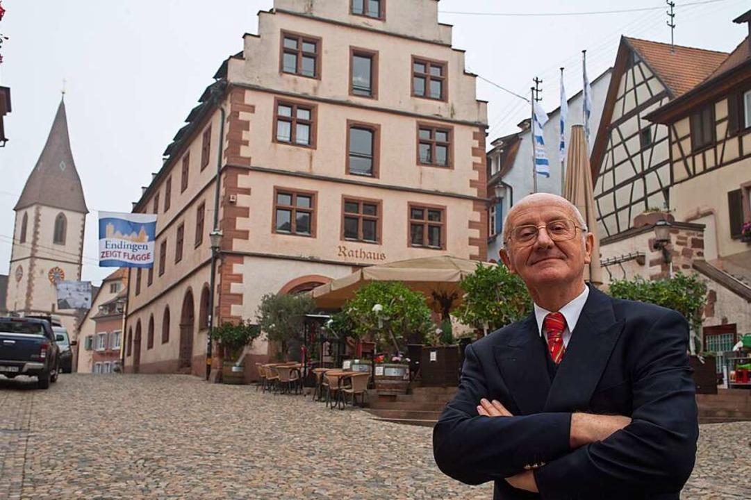 Station 1: Werner Semmler vor dem Rathaus  | Foto: Martin Wendel
