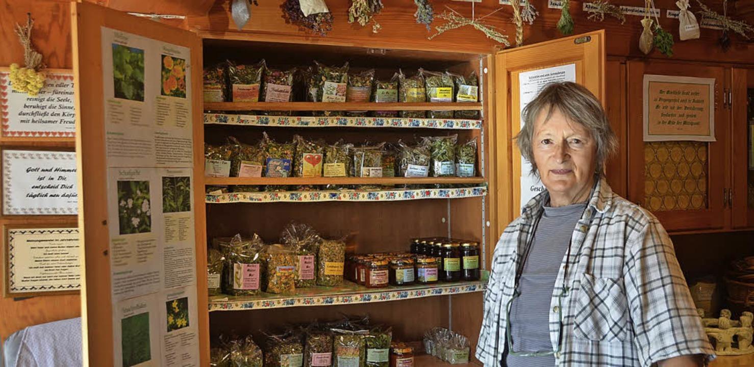 Alle ihre Produkte bietet Calixta Maie...h Führungen durch ihren Kräutergarten.    Foto: Christiane Sahli