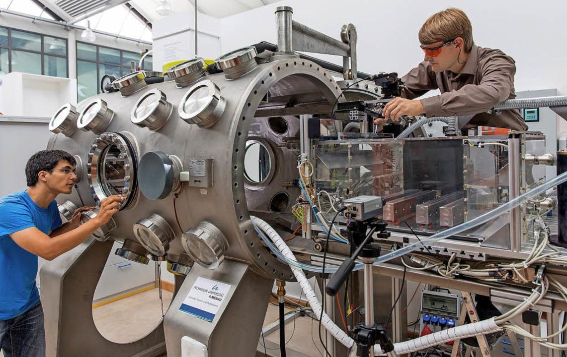 Für das Fach Maschinenbau interessieren sich vor allem männliche Abiturienten.  | Foto: dpa