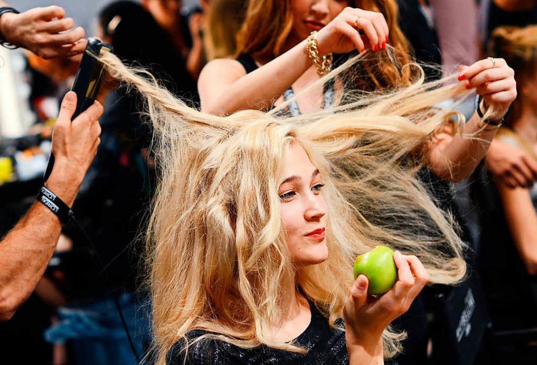Mit Haaren kann man vieles machen.     Foto: DPA