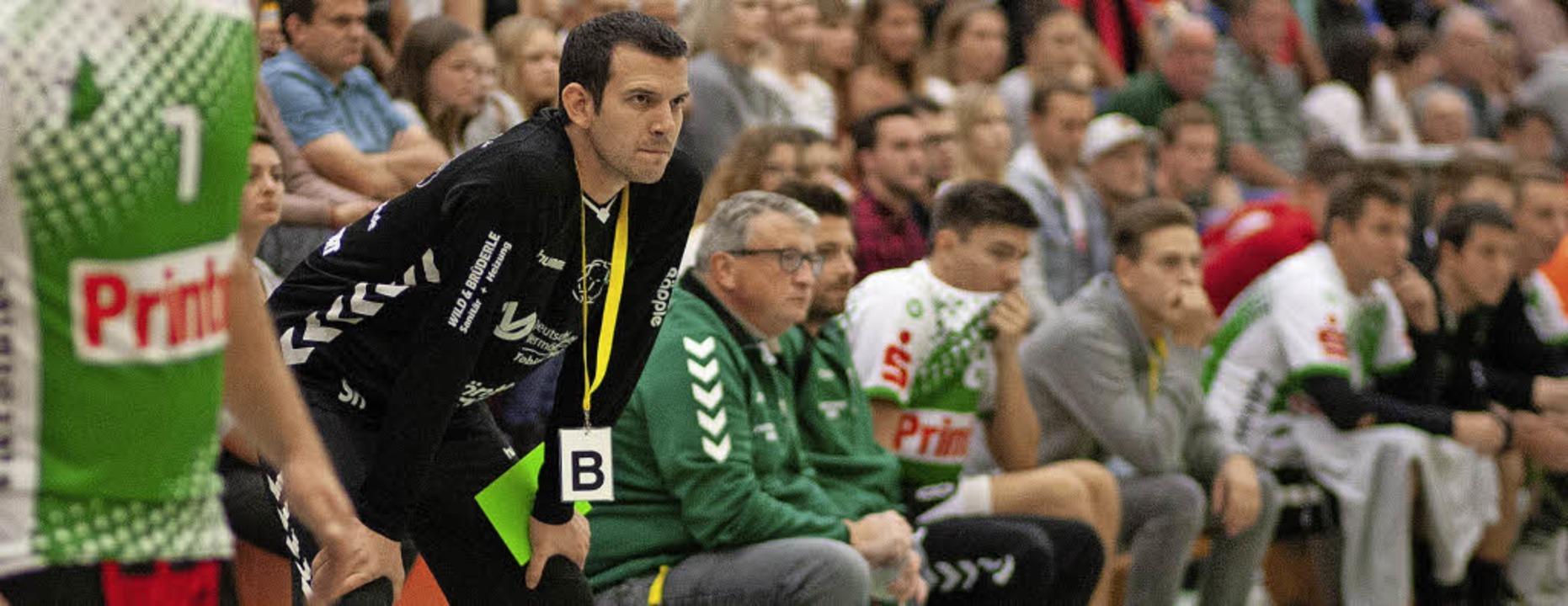 Elgersweiers Trainer Simon Herrmann sa...lspiel – von seiner Mannschaft.   | Foto: Alexandra Buss