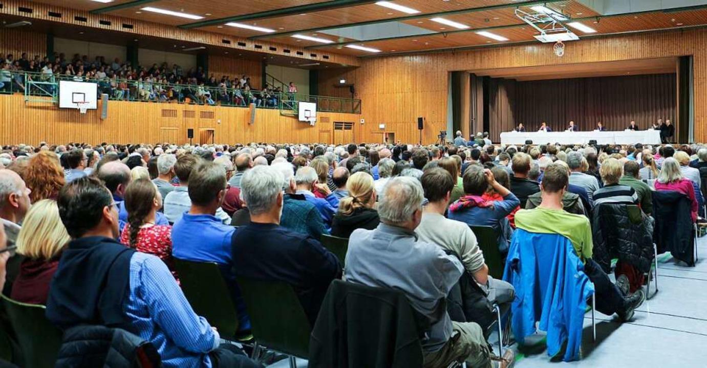 Rund 1700 Zuhörer verfolgten am Freita...tenvorstellung zur Bürgermeisterwahl.   | Foto: Ruth Seitz