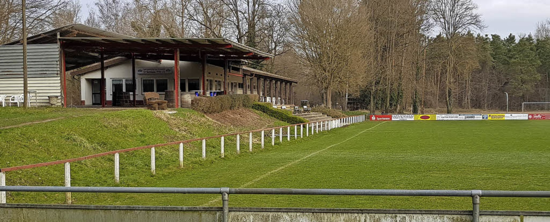 Die Sportanlagen des SV Burkheim liege...e vom Land  vorgesehen gebaut werden.   | Foto: Julius Steckmeister