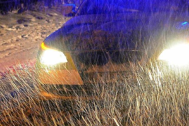 Die ersten Unfälle auf schneeglatter Fahrbahn