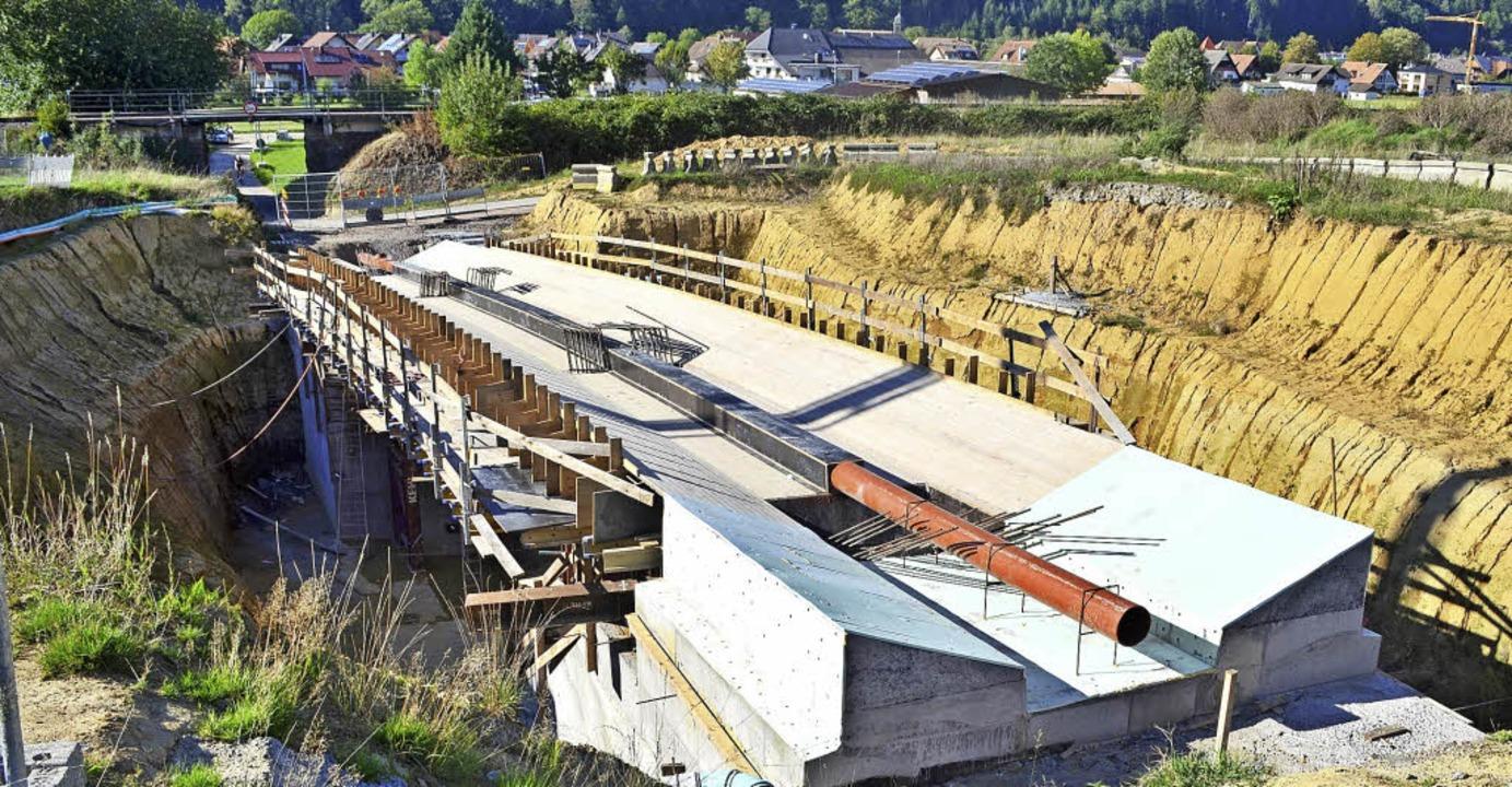 Die künftige Dürrenbergbrücke, Bauwerk... noch tiefe Geländeeinschnitte nötig.   | Foto: N. Bayer