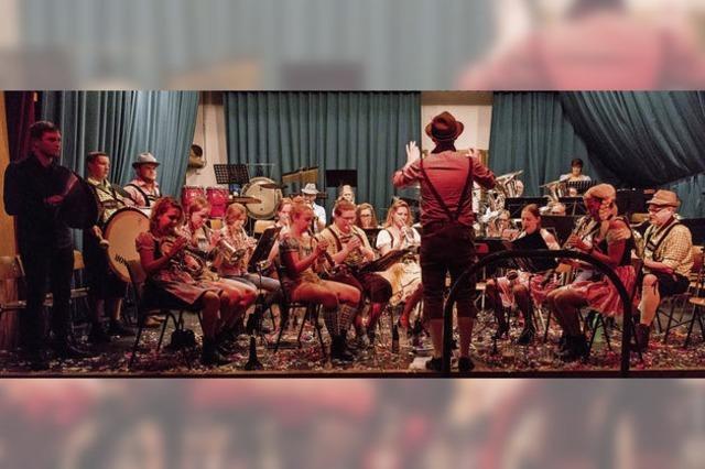Lustige Holländer mit Bierzeltmusik