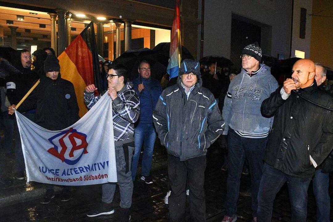 Der Landtagsabgeordnete Stefan Räpple ...ikro) führte die AfD-Demonstration an.  | Foto: Thomas Kunz