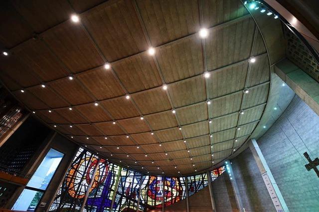 Die Lörracher Kirche St. Peter bleibt wegen ihres maroden Dachs vorläufig geschlossen