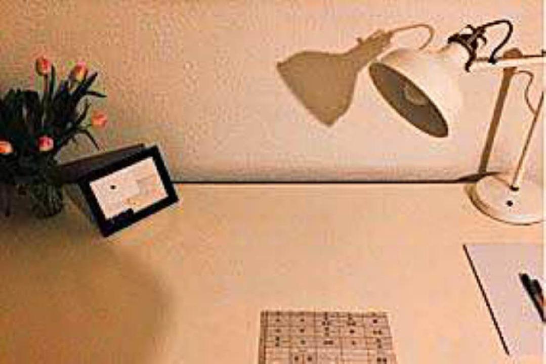 Wenig drauf: ein minimalistischer Schreibtisch.   | Foto: Giovanna Lehrian