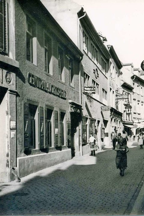 Die historische Aufnahme aus den 1930e...eltkrieg so gut wie komplett zerstört.  | Foto: Stadtarchiv