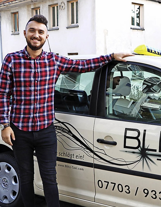 Mücahid Yildirim bietet mit seiner Fir...#8220; rund um die Uhr Taxidienste an.    Foto: Martha Weishaar