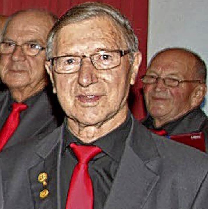 Karl Engler (Mitte) wurde bei dem Konzert geehrt.  | Foto: Werner Schnabl