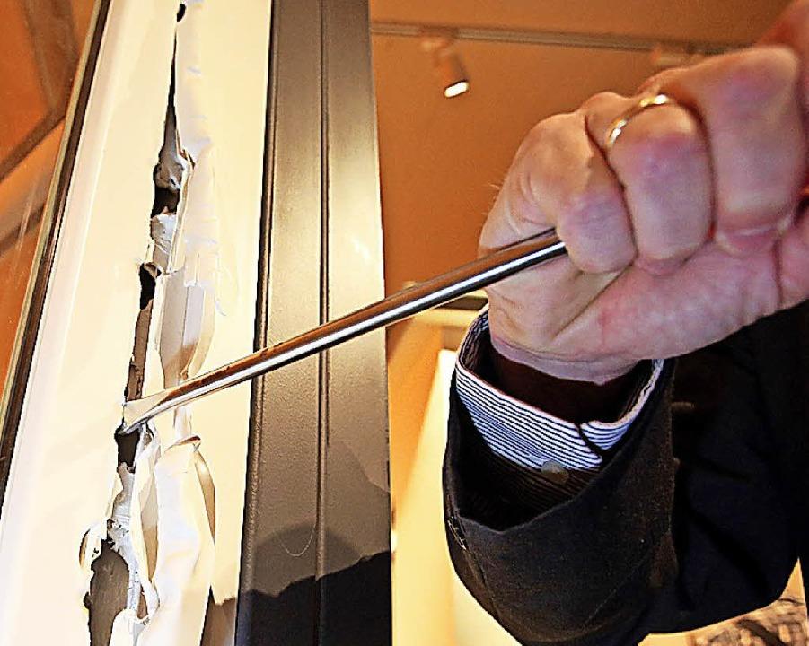 Einbrecher verursachen hohe Schäden &#...das Zerstören von Fenstern und Türen.   | Foto: dpa