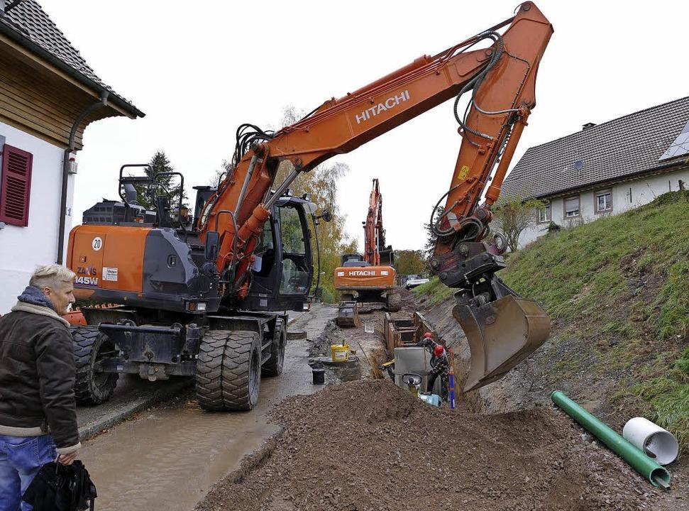 Baumaschinen prägen in Laufenburg für ein Jahr das Bild der Hännerstraße.   | Foto: Winfried Dietsche (2)/Stadt