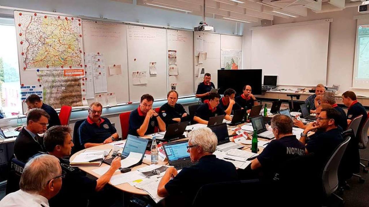 Teil der Katastrophenschutzübung ist  die Lagebesprechung.  | Foto: Landratsamt