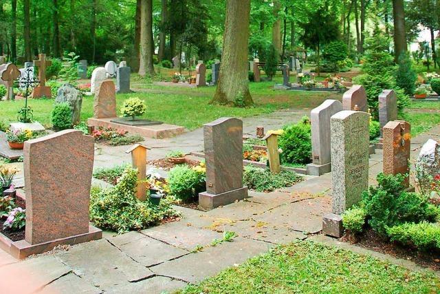 Täter sägt auf dem Friedhof ein Kreuz ab und nimmt es mit