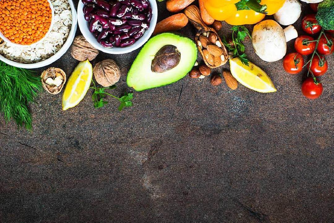 Immer mehr Menschen stellen auf eine vegane Ernährung um.     Foto: adobe.com