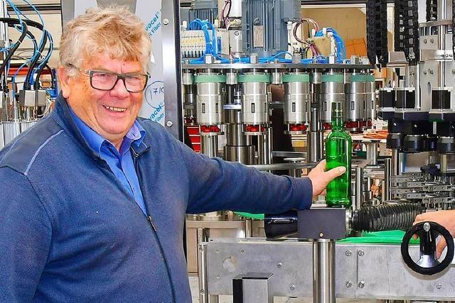 Köndringer Firma entwickelt Maschine, die dreieckige Flaschen verarbeitet