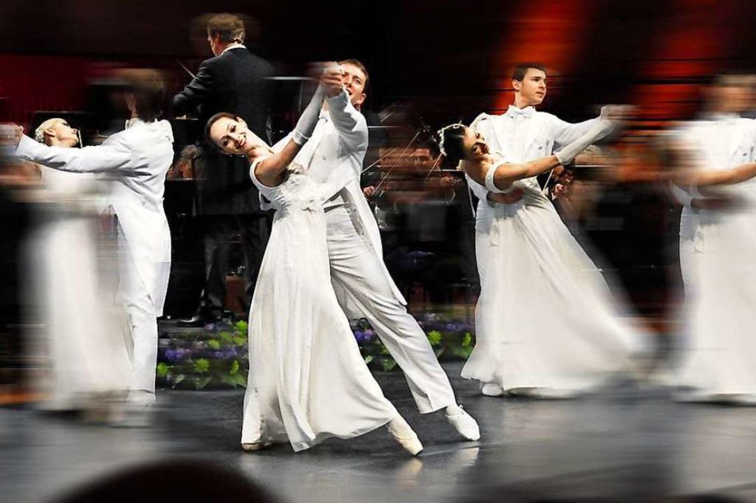 Das Österreichische K&K Ballett tanzt.  | Foto: J. Kendlinger (DaCapo)