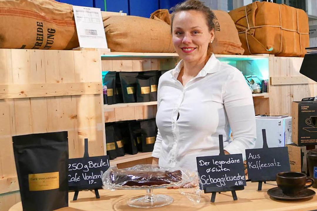 Sylvia Vonlanthen pflegt die Kaffee-Kultur nachhaltig...  | Foto: Kathrin Ganter