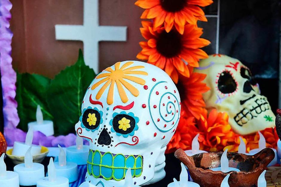 In Los Angeles, USA, haben Künstler zu Allerheiligen Altare und Kunstinstallationen ausgestellt. (Foto: AFP)