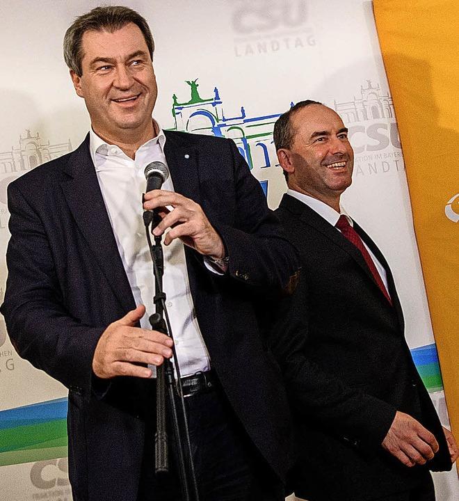 Markus Söder (links) und Hubert Aiwanger sind sich inhaltlich weitgehend einig.   | Foto: dpa