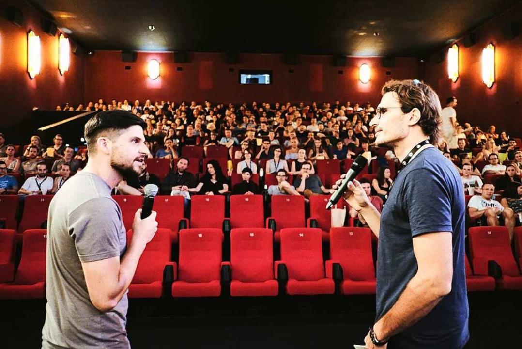 Startup-Filmnacht im Cinemaxx im Augus...präch mit Florian Schmitt (Lexrocket).  | Foto: Miroslav Dakov