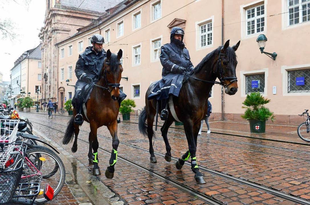 Die Präsenz der Polizei in Freiburg so...ten Einsatz der Polizei-Reiterstaffel.  | Foto: Ingo Schneider
