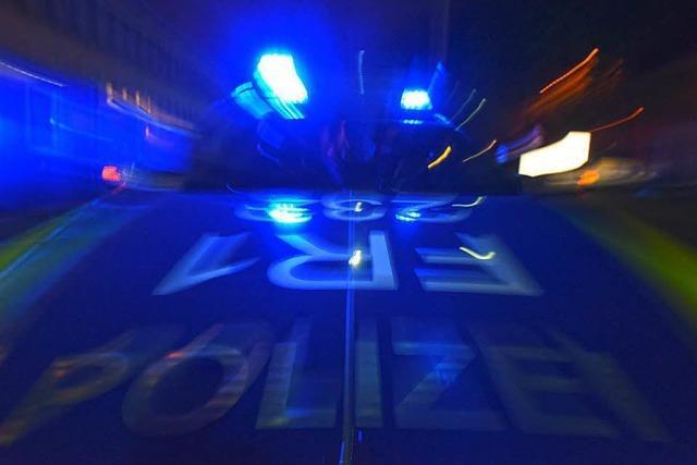 Betrunkener Autofahrer ohne Führerschein flieht vor Polizei in Teningen