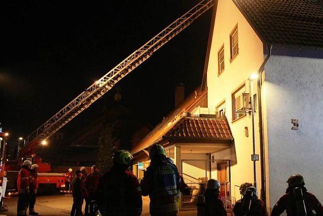 Feuerwehr löscht Kaminbrand