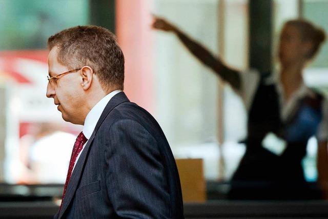 Seehofer versetzt Maaßen in einstweiligen Ruhestand