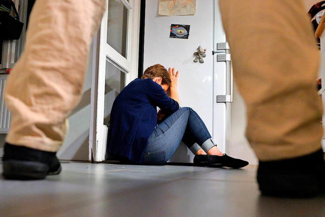 Beweise in der Hand zu haben, kann das...ale häuslicher Gewalt zu durchbrechen.  | Foto: dpa