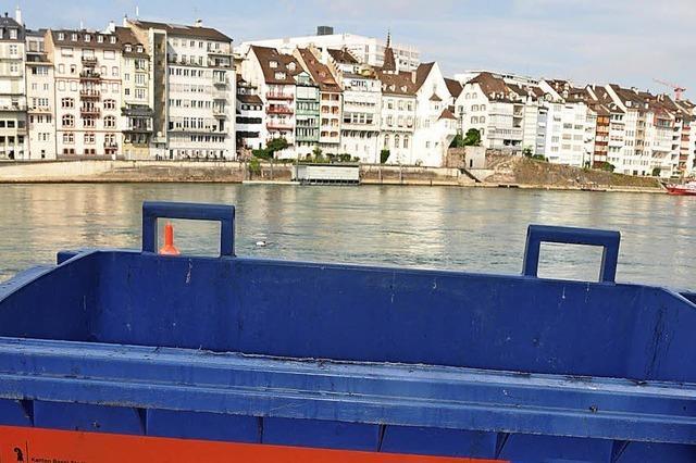 Kein Recycling am Basler Rheinufer