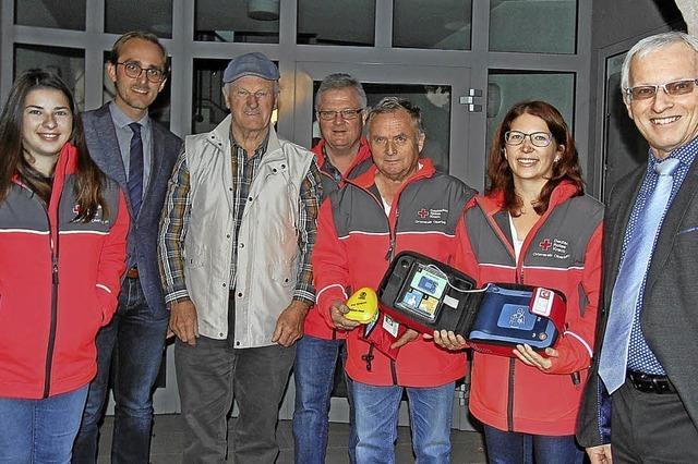 Auch in Oberbergen hängt nun ein Defibrillator