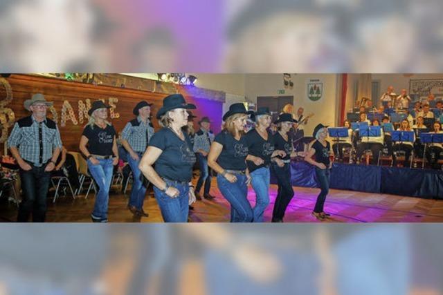 Musiker und Tänzer wie im Rausch