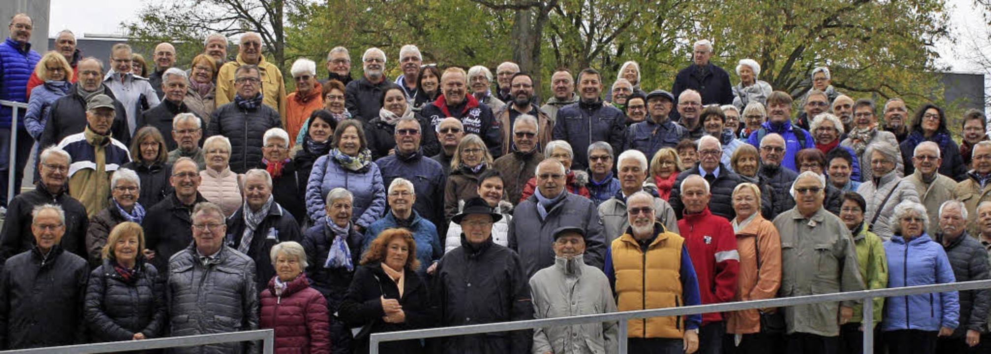 <BZ-FotoAnlauf>In Marburg </BZ-FotoAnl...ichor samt Partnern auf Konzertreise.   | Foto: Privat